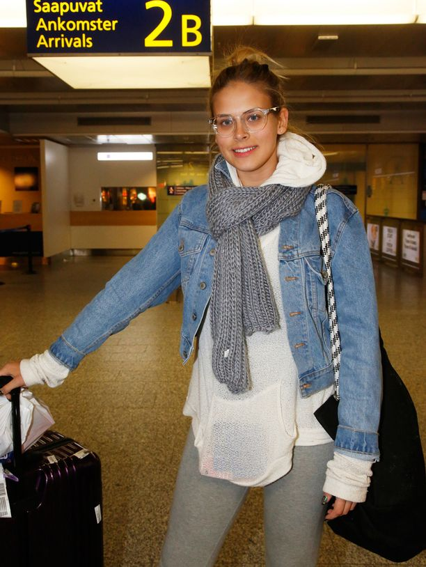 Iltalehti tapasi kielivideollaan maailmanmaineeseen nousseen Sara Maria Forsbergin Helsinki-Vantaan lentokentällä.