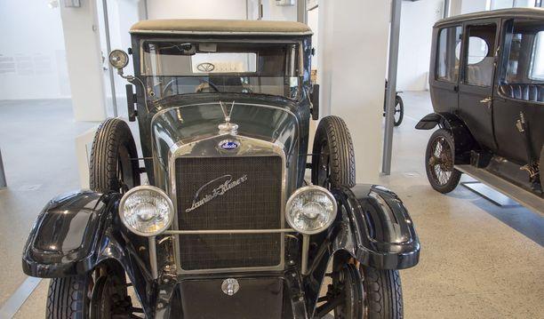 Škoda Laurin & Klement 110 vuosimallia 1929. Pian tämän jälkeen perustajien nimet poistettiin nimikilvistä.