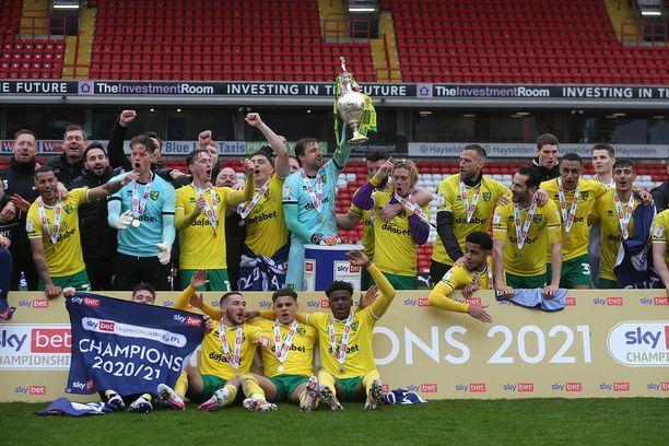 Norwich juhli Mestaruussarjan mestaruutta viime kauden päätteeksi.