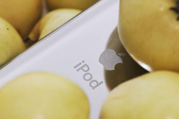 Uusi iPod Touch on kaunis ja linjakas, mutta naarmuuntuu taustapuolelta helposti.