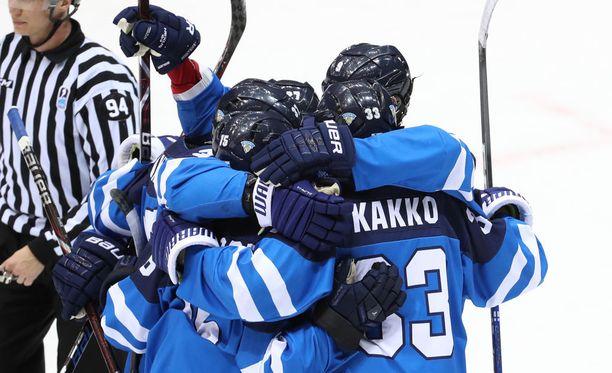 Suomi johtaa puolivälieräänsä ensimmäisen erän jälkeen 3-0.