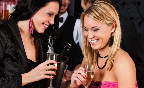 Jos ohjeista ei jää mitään muuta mieleen, niin muista edes tämä: Syö hyvin ennen juhlintaa ja nauti myös reippaasti vettä. Silloin illasta voi jäädä kauniimpi muisto.