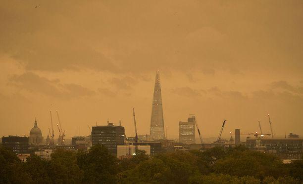 Lontoon taivas punersi kuin tulipalossa.