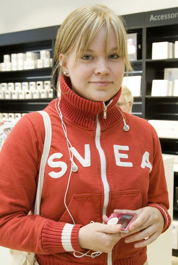 Julia Jämsen kehuu iPodiaan.