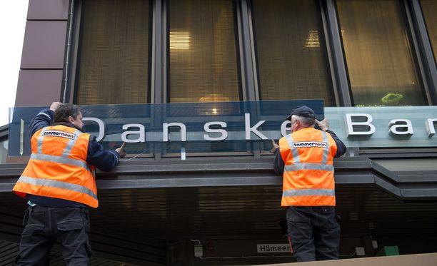 Tanskan suurin pankki Danske Bank toimii myös Suomessa. Pankin konttorin uusia kylttejä asennettiin Tampereella syksyllä 2012.