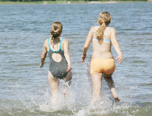 Vähäinen määrä sinilevää ei estä uimista.