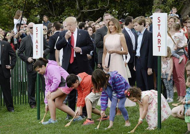 Presidentti Trump puhalsi pilliin munanvierityksen alkajaisiksi.