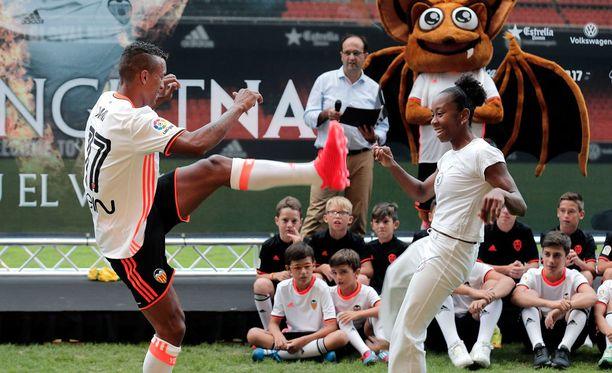 Nani otti erän capoeiraa esittelytilaisuudessaan Valenciassa.