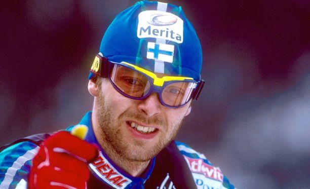 Menestyshiihtäjä Mika Myllylän ura päättyi Lahden MM-kisojen dopingskandaaliin talvella 2001. Hän kuoli 41-vuotiaana kesällä 2011.