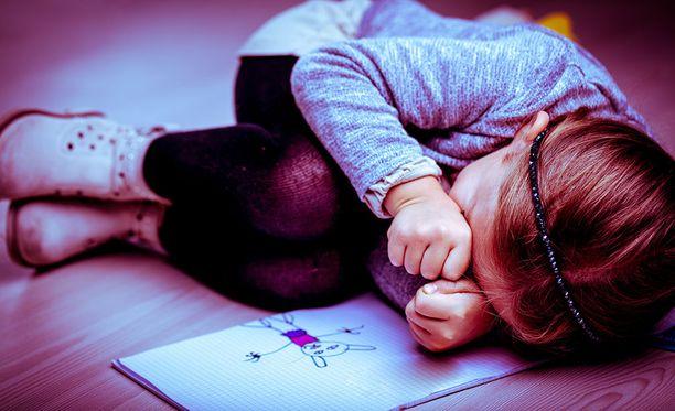 Kuritusväkivalta on lasten kaltoinkohtelun muoto, jolla aikuinen pyrkii fyysistä tai henkistä väkivaltaa käyttäen aiheuttamaan lapselle kipua tai epämukavan olon rangaistakseen tai säädelläkseen lapsen käyttäytymistä.