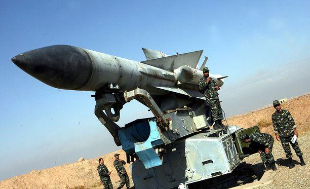 Venäjä myi ohjuksia useisiin maihin. Kuvan S-200 on Iranin armeijan käytössä.