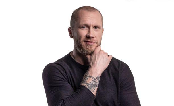 Hannes Hyvönen on hehkuttanut sosiaalisessa mediassa usein suhdettaan Nettaan.