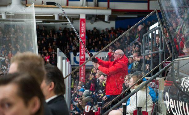 Juha-Pekka Hytösen peliväline päätyi katsojan käsiin erikoisen tapahtumaketjun päätteeksi.