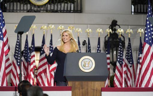 """Donald Trump ja ex-vaimo väläyttävät jälleen: Ivanka-tyttärestä presidentti? """"Hän on hemmetin fiksu ja kaunis"""""""