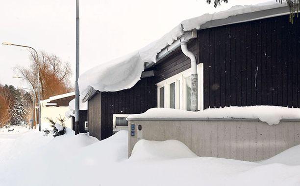 Lunta riittää Kun talven aikana kertyneet valtavat lumimassat alkavat sulaa, on vaikeuksia tiedossa erityisesti Etelä-Suomessa.