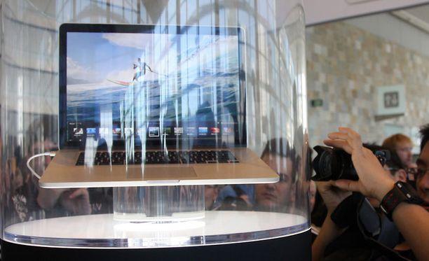 Lehtikuvaajat kuvasivat Applen uutta MacBook Pro -läppäriä San Franciscossa maanantaina.
