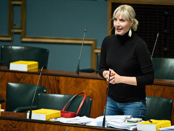 Perussuomalaisten varapuheenjohtaja Laura Huhtasaari johtaa jatkossa Suomen ulko- ja turvallisuuspolitiikkaa käsittelevää eduskunnan ulkoasianvaliokuntaa.