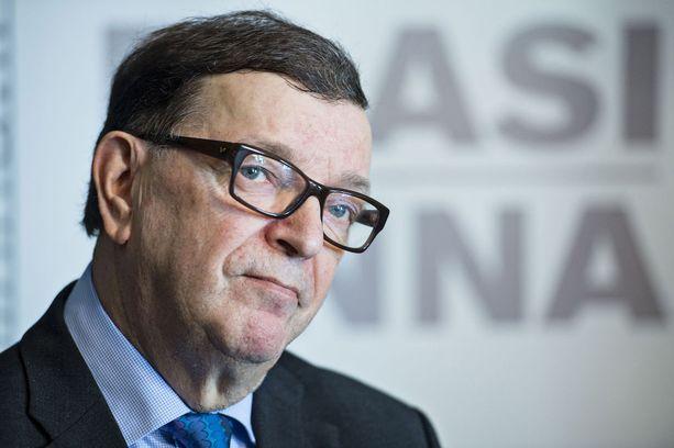 EU:n puolustusulottuvuuden ajaminen on yksi syy, miksi Väyrynen on vetänyt tukensa pois presidentti Sauli Niinistöltä.