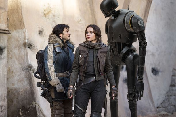 Englantilainen Felicity Jones, 33, esittää Rogue Onen päähenkilöä, vastahakoista kapinallistaistelijaa Jyn Ersoa. Vierellä toinen päähenkilö, Diego Lunan näyttelemä Cassian Andor.