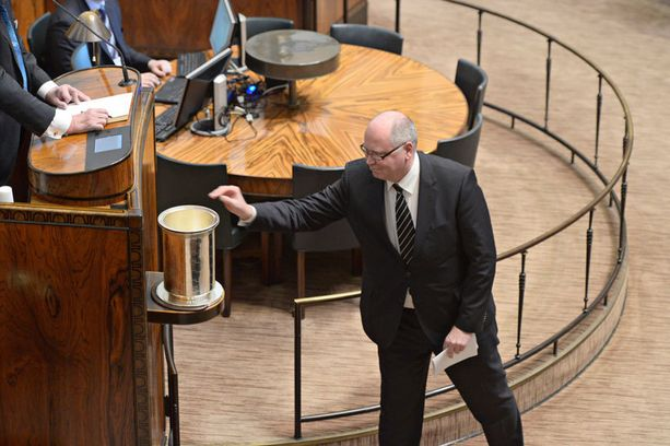 Eero Heinäluoma kävi itsekin äänestämässä puhemiesvaalissa.