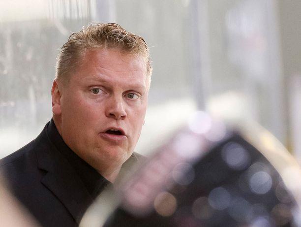 Päävalmentaja Pekka Virta haluaa KalPan pelin olevan monipuolista.