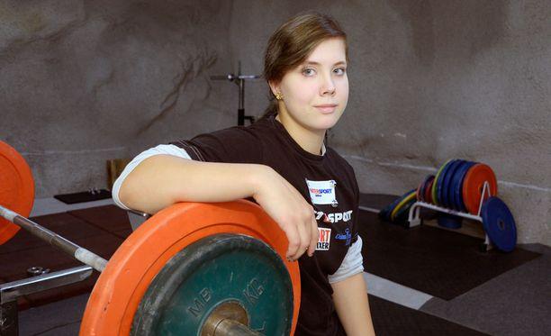 Susanna Törrönen nostaa penkistä enemmän kuin monet miehetkään.