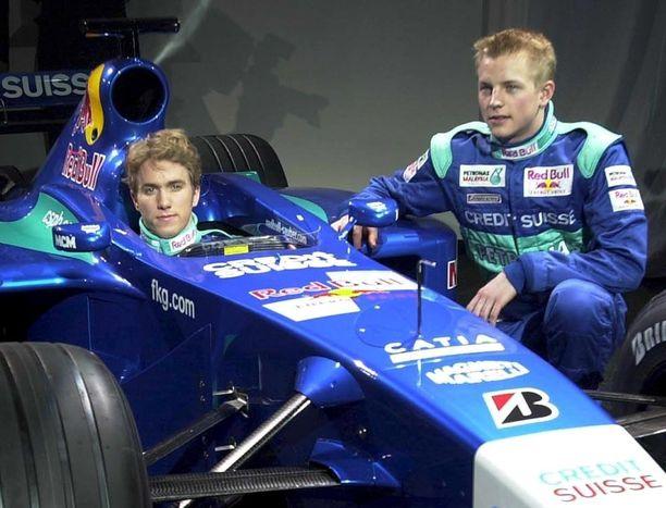 Nick Heidfeld (vas.) ja Kimi Räikkönen ajoivat kaudella 2001 Sauberilla.
