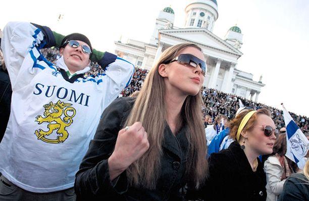 VIHDOIN Suomi-paitaan pukeutunut Antti Laine ja Daniela Neuman pettyivät lopulta.