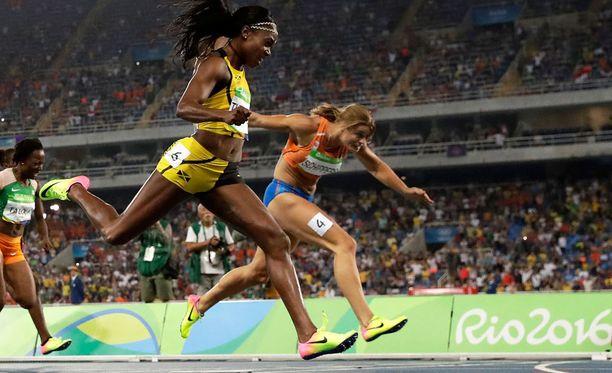 Elaine Thompsonin vauhti kantoi loppuun asti. Daphne Schippersin kurotus riitti vain hopeaan.