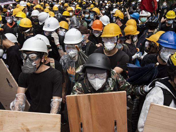 Yhdysvallat vetoaa kaikkiin osapuoliin Hongkongissa, että väkivaltaisuuksilta vältyttäisiin.