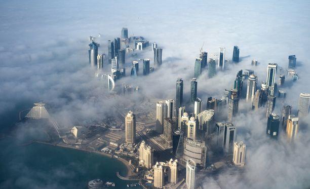 Konfliktin taustalla on Qatarin väitetty tuki terroristeille sekä maan veljeily saudien ykkösvihollisen, Iranin, kanssa.