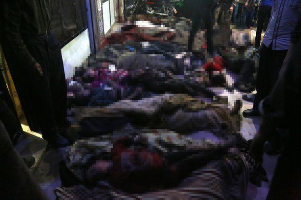 Osa kuolleista vaikutti tukehtuneen ja heidän suustaan oli tullut vaahtoa.