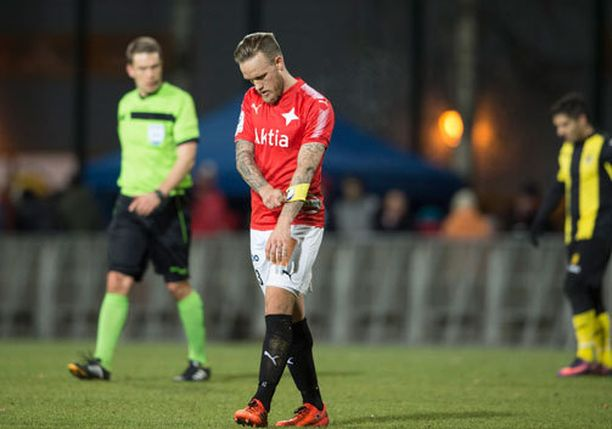 HIFK:n kapteeni Mika Väyrynen joutui jättämään pelin kesken.