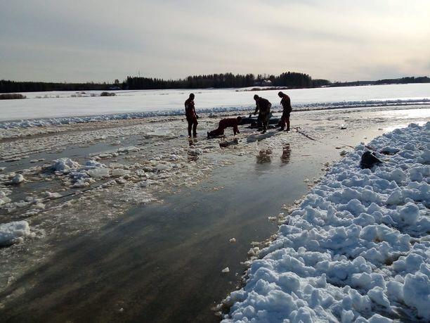 Jääradan olosuhteita selvitetään.
