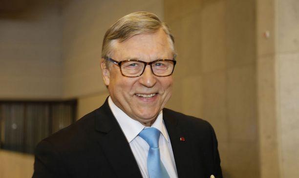Kokoomuksen konkariedustaja Pertti Salolainen on huolissaan kokoomuslaisten sote-lobbareiden vallan kasvusta puolueesta ja sote-uudistuksen mahdollisen epäonnistumisen poliittisesta laskusta kokoomukselle.