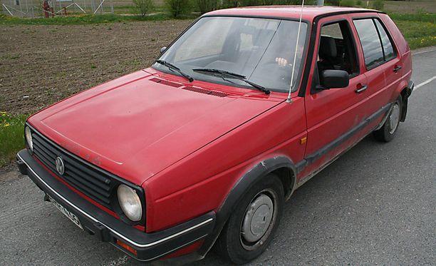 Auton myyjän kannattaa tarkistaa Trafilta, onko ajoneuvo rekisteröity uuden omistajan nimiin. IL arkistokuva.
