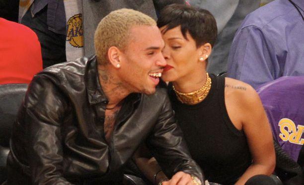 Mitäköhän Rihanna kuiskutti kullalleen?
