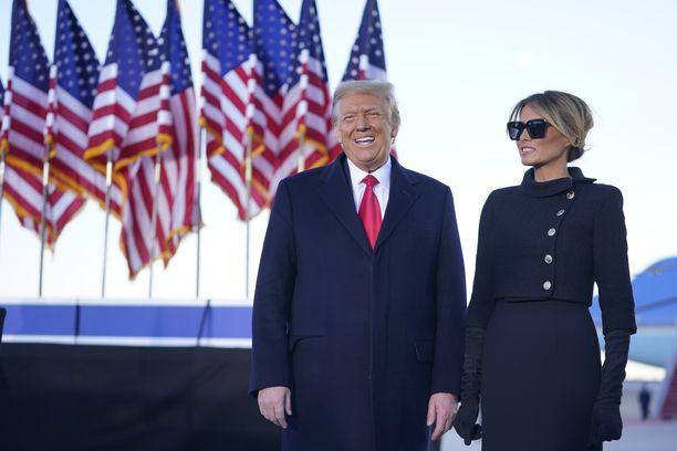 Yhdysvaltain entinen presidenttipari Donald ja Melania Trump kuvattuna tammikuussa, jolloin heidät rokotettiin mediatietojen mukaan koronavirusta vastaan.