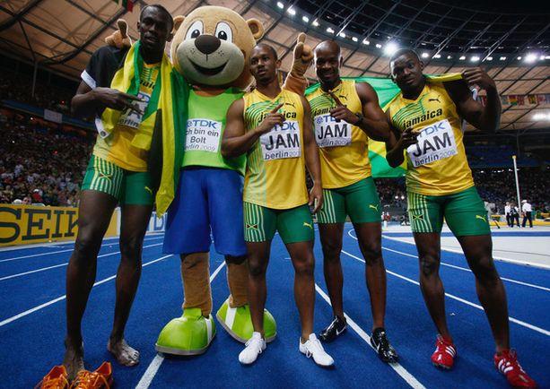 Bolt, Frater, Powell ja Mullings voittivat viestikultaa.