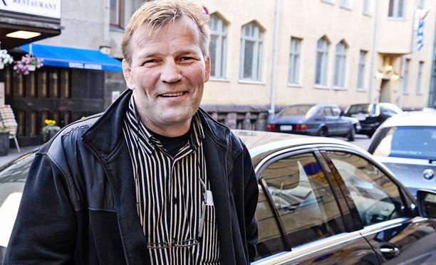Jouko Salomäki muistelee lapsuuden hurjaa traktoritapaturmaa nyt jo naurahdellen.