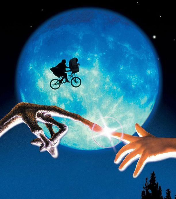 E.T. sai ensi-iltansa vuonna 1982.