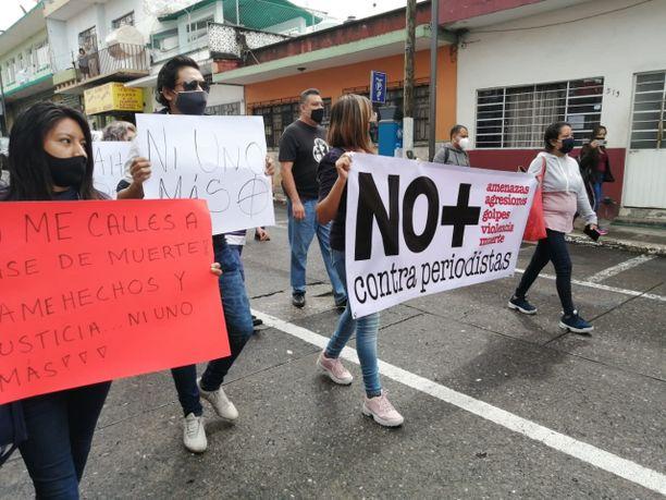 Journalistit osoittivat mieltään syyskuussa Xalapassa Julio Valdivian murhan jälkeen.