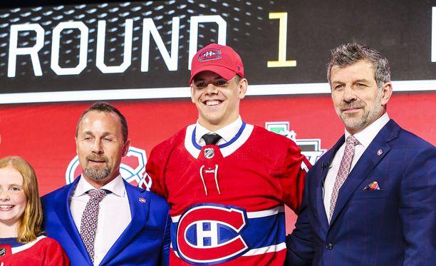 Porin Ässien hyökkääjä Jesperi Kotkaniemi arvioitiin ennen NHL:n tämänvuotista varaustilaisuutta suomalaisten kärkinimeksi. Nyt hän pääsi pukemaan punaisen Canadiens-paidan ensimmäistä kertaa päälle.