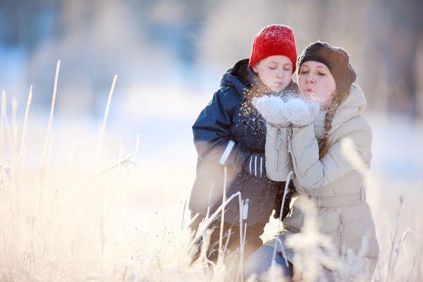 Etelä-Suomessa maa voi olla sunnuntaina valkoinen. Kuvituskuva.