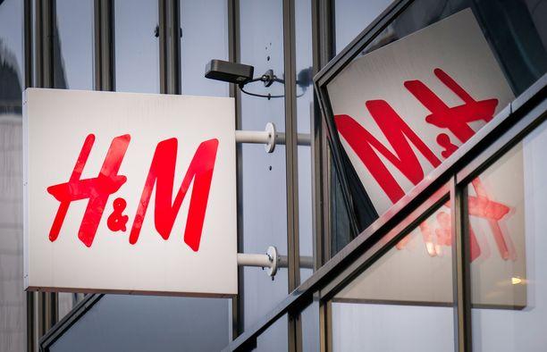Hennes & Mauritzin Hämeenkadun myymälät eivät jää odottamaan Tampereen raitiotien valmistumista. Toinen myymälöistä sijaitsee lähellä Pellavatehtaankatua ja toinen lähellä Kuninkaankatua.