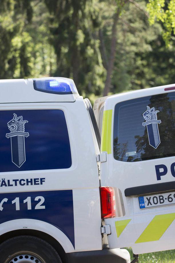 Useita joutui poliisin pahnoille yöksi Oulussa. Kuvituskuva.