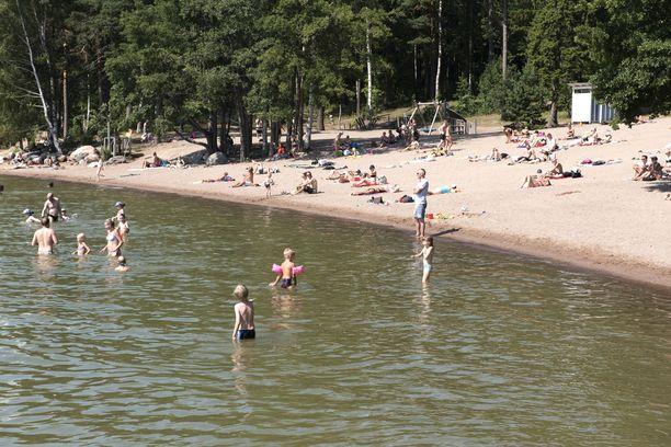 Suomen ympäristökeskuksen mukaan järvissä on hieman tavallista enemmän sinilevää.