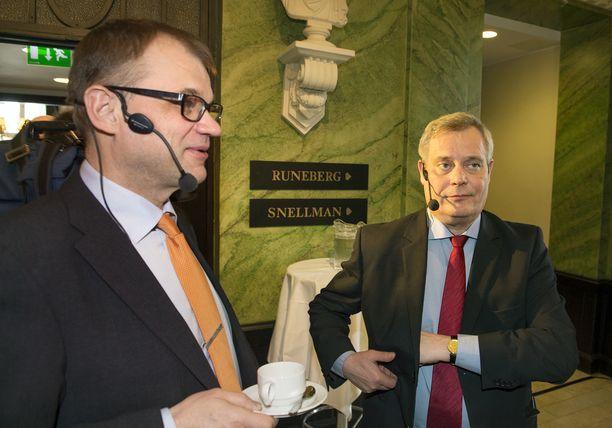 Puheenjohtajat Juha Sipilä (kesk) ja Antti Rinne (sd) palkansaajien vaalipaneelissa maaliskuussa 2015.