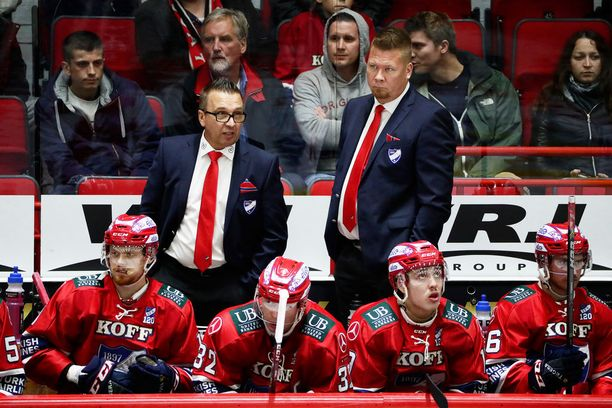 Valmentajat Ari-Pekka Selin ja Jarno Pikkarainen saivat puhallettua HIFK:hon virtaa.