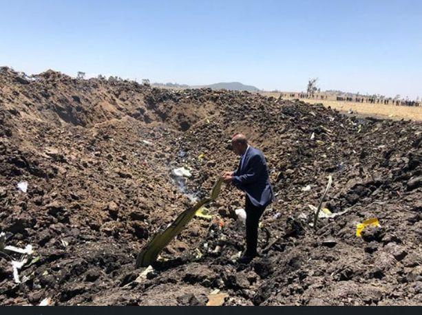 Lentoyhtiön julkaisema kuva toimitusjohtaja Tewolde Gebremariamista onnettomuuspaikalta.